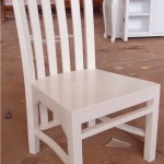 כסא אוכל לבן מעץ מלא
