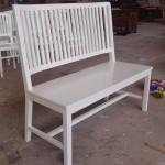 ספסל מעץ מהגוני מלא בצבע לבן