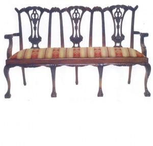ספסל מעץ מלא בסגנון עתיק