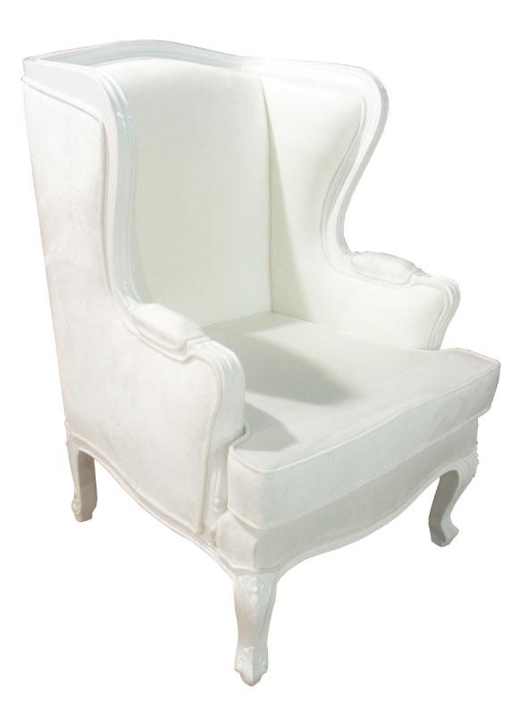 כורסא לבנה מעוצבת בסגנון אנגלי