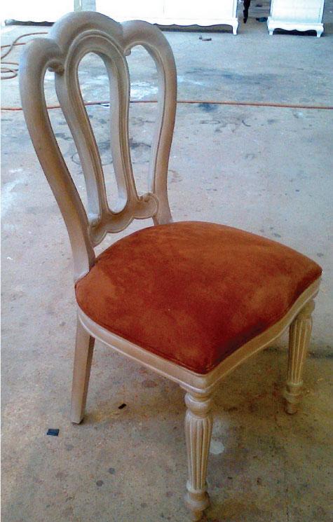 כסא אוכל מרופד עם גב מעוצב