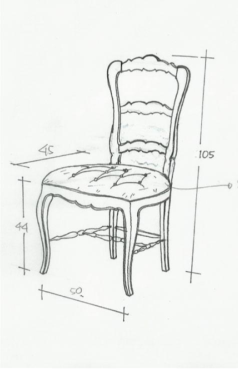 כסא עץ מרופד עם גב גבוה