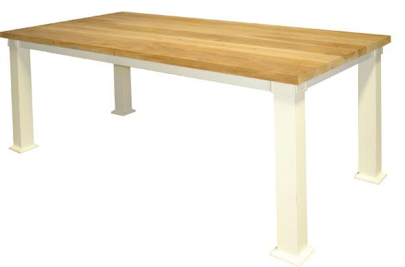 שולחן אוכל מעץ מלא מעוצב בקווים נקיים
