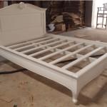 מיטה מעץ מינדי בסגנון קלאסי
