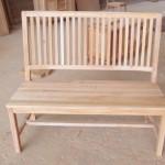 ספסל עץ כפרי