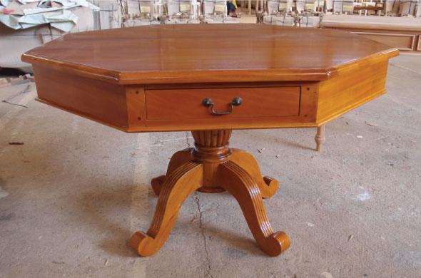 שולחן אוכל משושה מעץ
