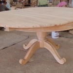 שולחן אוכל עגול מעץ מהגוני