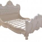 מיטה מעץ מלא בעיצוב ייחודי