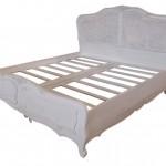 מיטה מעץ בגימור אפור מיושן