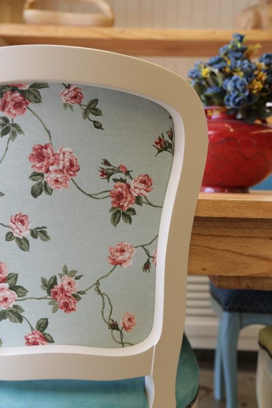 כסא בד עם דפוס פרחים