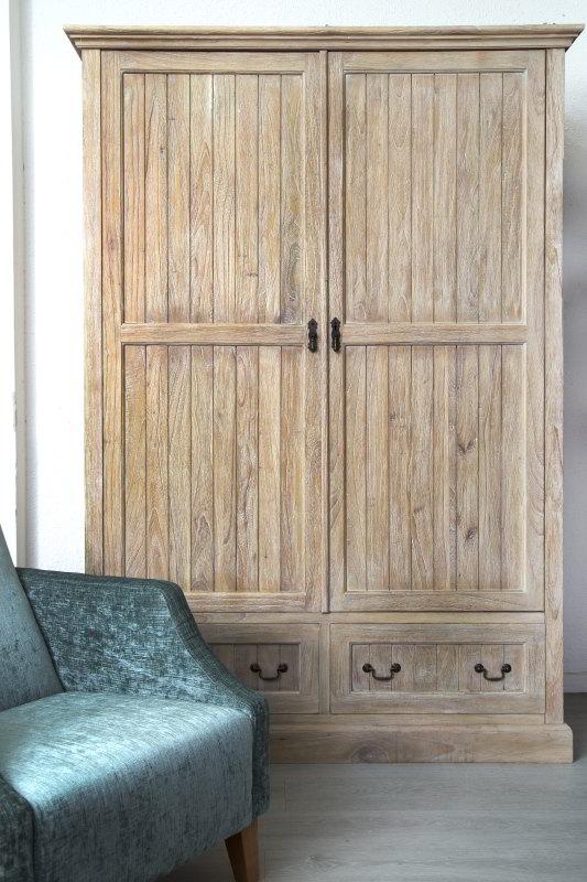 ארון עץ מלא
