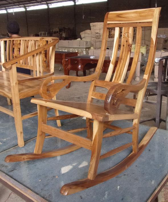 מדהים כסא נדנדה מעץ טיק בגימור טבעי | רהיטים בהתאמה אישית DS-64