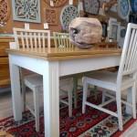 שולחן אוכל נפתח לבן עם פלטת עץ