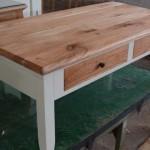 שולחן סלון מעץ מלא בעיצוב קלאסי