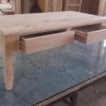 שולחן סלון קלאסי עם מגירות