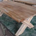 שולחן סלון מעץ טיק עם רגל איקס