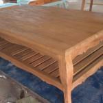 שולחן סלון עם מדף