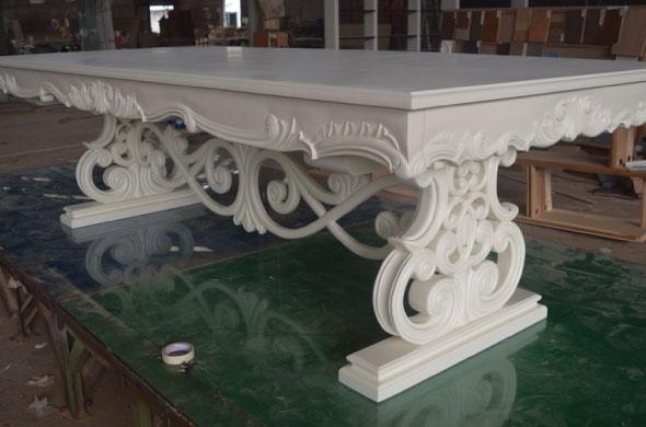 שולחן אוכל לבן מעץ מלא