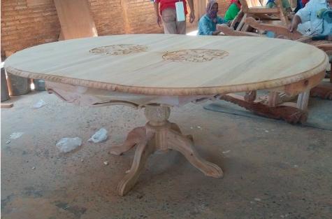 שולחן אוכל עגול נפתח מעץ מהגוני