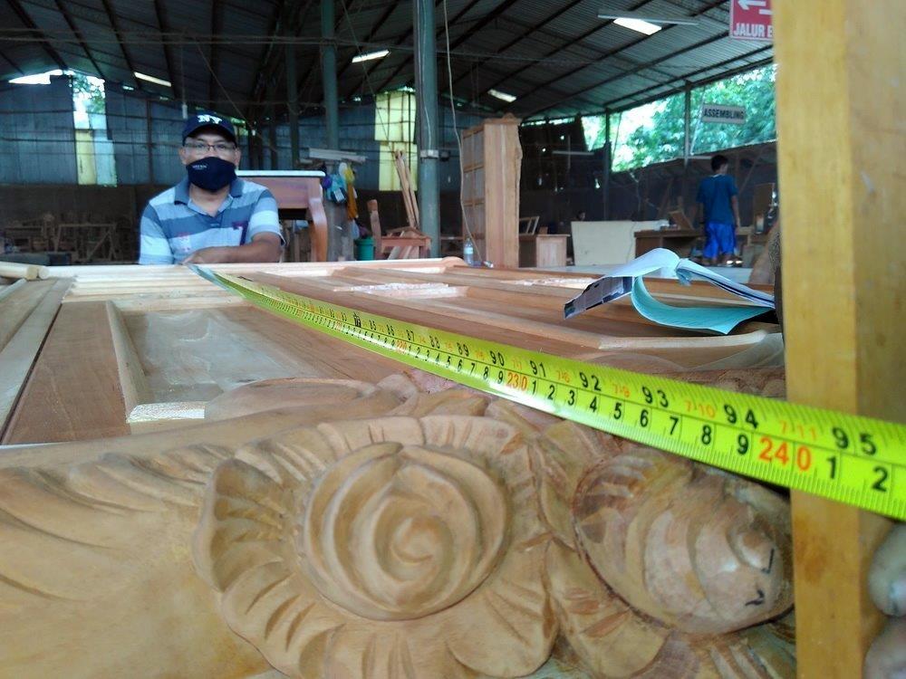רהיטים בעבודת יד