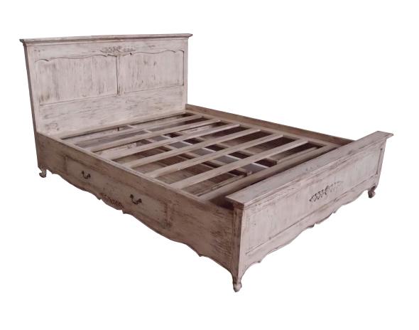מיטה עם מגירות בסגנון כפרי