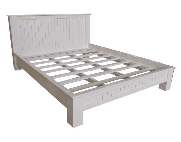 מיטה זוגית מעוצבת מעץ מהגוני