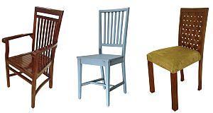 כיסאות עץ לפינת האוכל