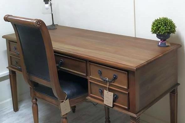 שולחן עבודה מעץ