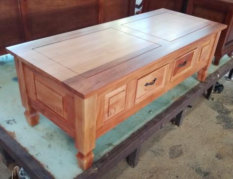 שולחן סלון כפרי מעץ מלא