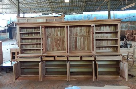 ספריה כפרית מעץ מלא