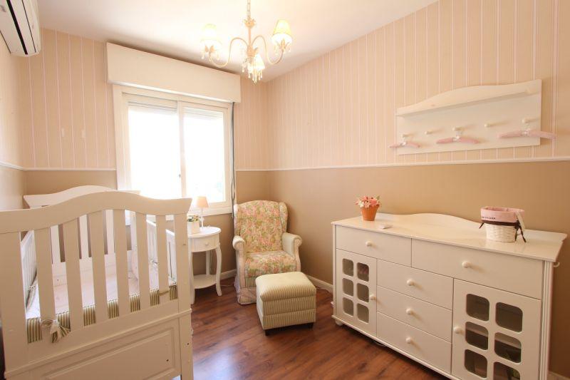רהיטי עץ מלא לחדר תינוקות