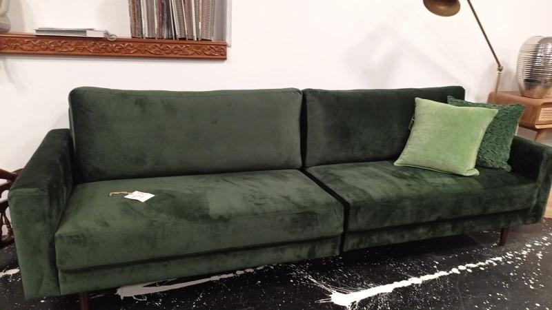 ספה עם ריפוד קטיפה באורך 2.60 - מחיר מבצע 4125 במקום 5500